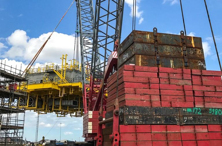 dwls bespoke crane lift
